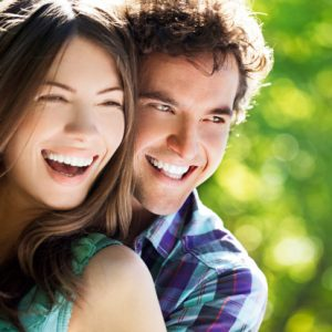 Jupiter veneers beautify marred teeth. Learn how dentists at Juno Beach Smiles remake smiles with this great cosmetic dental service.